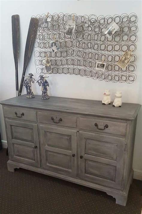 diy chalk paint furniture wax i loooove the mattress springs as a photo holder