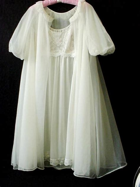 Vanity Fair Gowns And Robes by Vtg Vanity Fair White Bridal Nightgown Robe Set