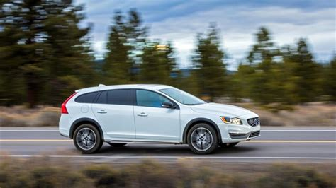 Volvo V60 Wagon Review 2015 Volvo V60 Cross Country Wagon Road Test Gallery And