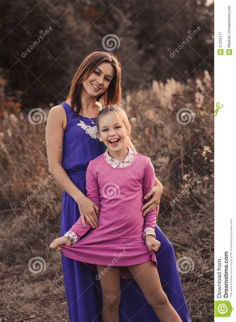 Lifestyle Capture Of Happy Mother And Preteen Daughter