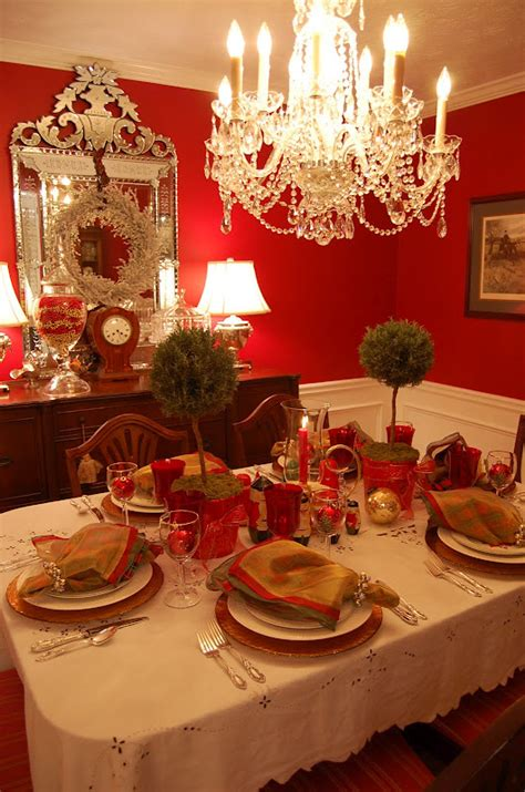 christmas table setting tablescape  topiary centerpiece