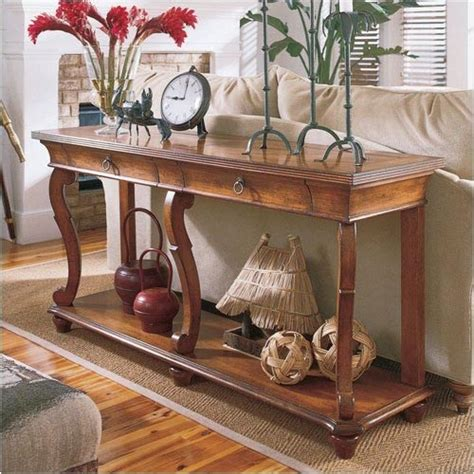 Decorating Sofa Table | sofa table decorating ideas