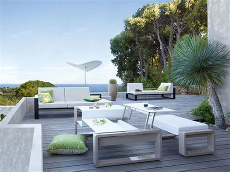 white outdoor patio furniture applying the modernity from the outside by purchasing the