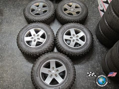 Jeep Stock Wheel Size Jeep Rubicon Stock Tire Size Autos Post