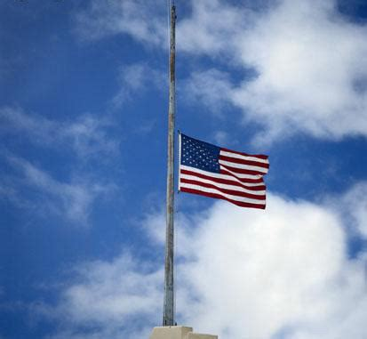 white house flag half staff president obama orders u s flags lowered to half staff for victims of newtown