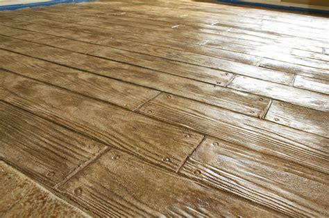 Hardwood Floor On Concrete Dekoratyvinės Betoninės Grindys