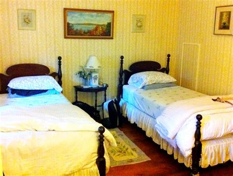edgartown bed and breakfast farmhouse bed and breakfast west tisbury ma martha s