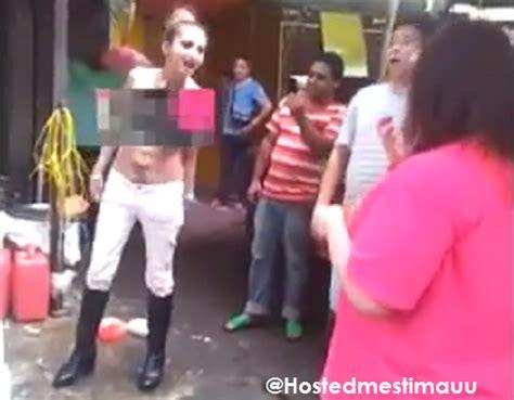 Buka Baju Wanita wanita cina buka baju wanita ini di paksa buka baju oleh pacarnya setelah guru wanita