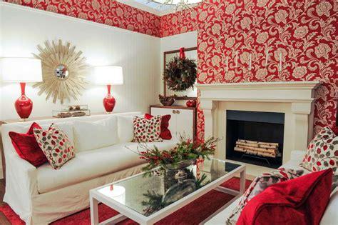 desain wallpaper dinding ruang tamu warna merah interior