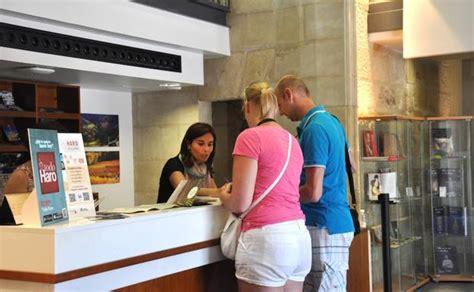 oficina turismo haro la oficina de turismo de haro atendi 243 a unos 4 000