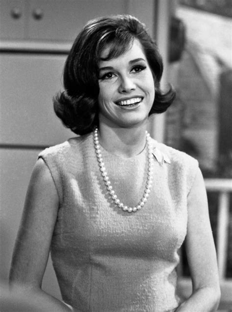mary tyler moore lucille ball s retro beauty look is no laughing matter
