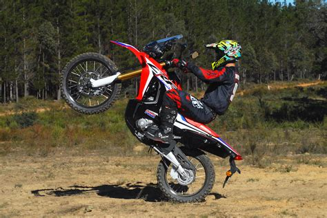 Helm Crf 250 Rally By Aripartzone honda crf250 rally australian motorcycle news