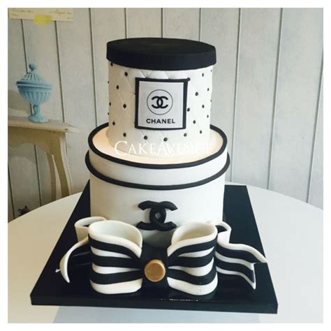 Channel Carlo Bag chanel fondant cake black and white cakes