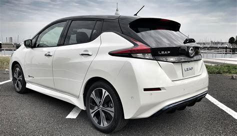 nissan leaf 2018 model an early preview drive in the 2018 nissan leaf by car magazine