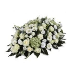 spedire fiori in russia inviare cuscino di fiori bianchi