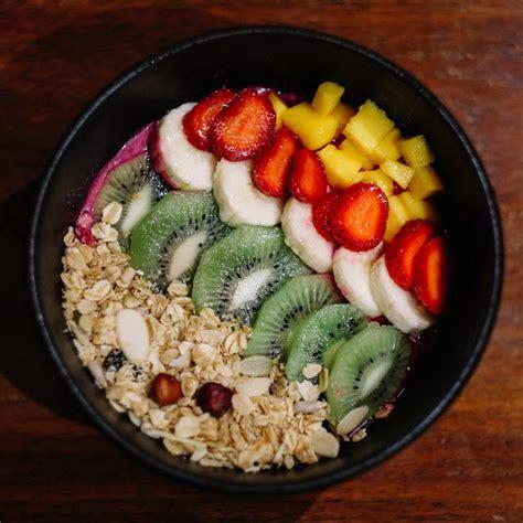 Salad Buah Segar Fruit Salad With Granola dengan healthy bowl dari 5 restoran ini hari harimu