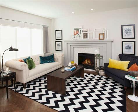 dekorieren mit rindsleder teppich wohnzimmer dekorieren 50 ideen mit kissen bildern mehr