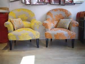 le tissu des fauteuils crapauds coin bureau
