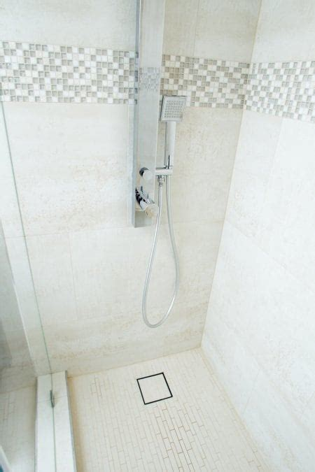 How Much Does Bathroom Tile Repair Cost?   Angie's List