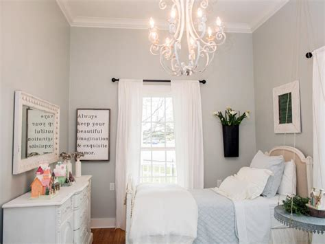 copy joanna s farmhouse style 30 things to paint white now fixer joanna gaines and