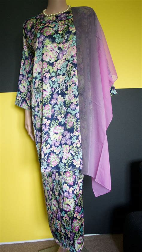 Wanita Baju Kurung Satin 1000 images about baju kurung on traditional shawl and silk satin