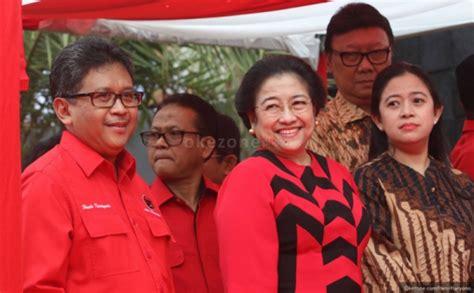 Kemeja Batik Garuda Kencana guyonan jokowi ke megawati ini hari sabtu kok masih kerja