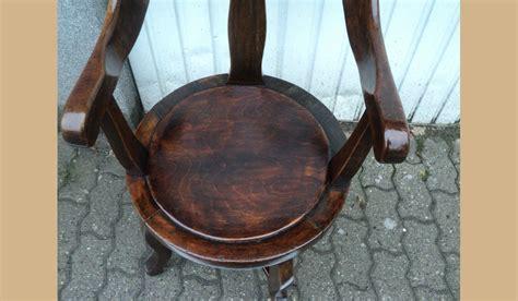 sedie in castagno sedia da barbiere in castagno con rulli restaurata a