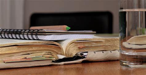 Pers Atau membaca esai atau pidato pers mahasiswa