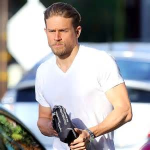 Charlie hunnam hits the gym after treating fans to a sexy comic con