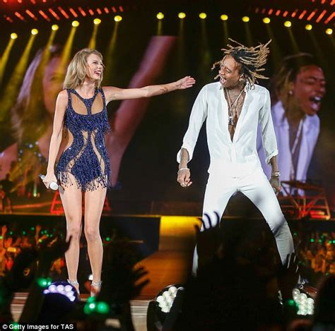 taylor swift all too well houston taylor swift joined by wiz khalifa on 1989 world tour in