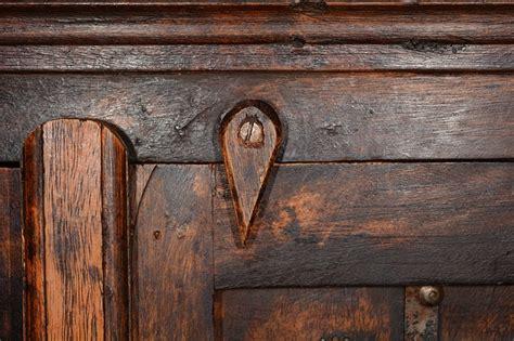 Impressionnant Decaper Un Meuble Vernis #1: vieux-meuble-bois.jpg