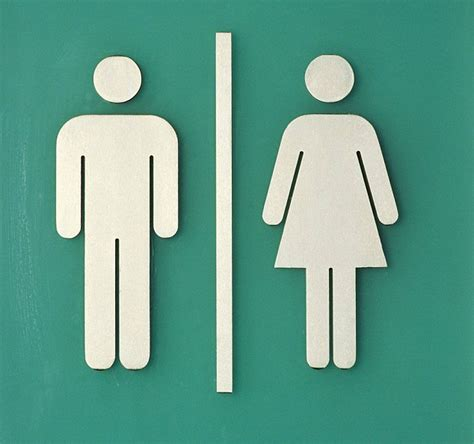 womans bathroom men and women s bathroom hygiene habits revealed and the