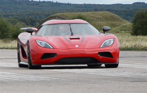 How Fast Can The Koenigsegg Agera R Go Koenigsegg Claims Records Says Agera R Goes 0 200 Mph In