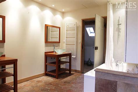 Deco Moderne Avec Tomette by Deux Sdb 224 Refaire Comment Concilier Moderne Et Tomettes