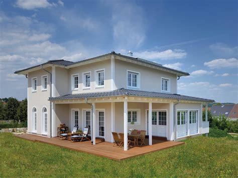 haus mit terrasse stadtvilla winter fertighaus weiss