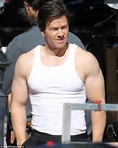 how much does mark wahlberg bench press how much can mark wahlberg bench 28 images losing