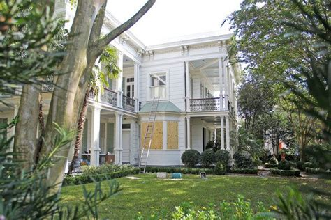 brad pitt and angelina jolie s french quarter home in new πώς θα μοιράσουν τόσα σπίτια ο μπραντ πιτ και η αντζελίνα