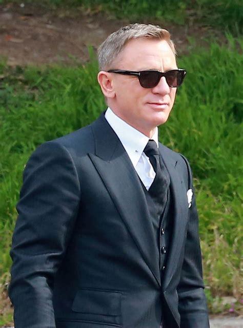 daniel craig wears tom ford sunglasses eyewear at