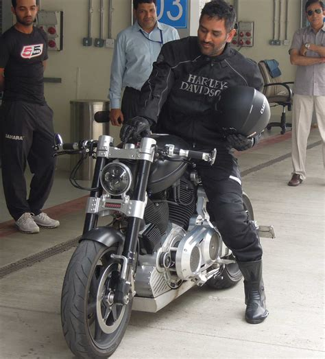 hellcat x132 dhoni dhoni s sexiest bike confederate hellcat x132 bike gq india