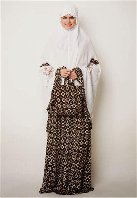Murah Meriah Perlengkapan Ibadah Sholat Mukena Anak Wanita Strawbery 1 17 model mukena cantik terbaru kumpulan model baju muslim terbaik dan terpopuler