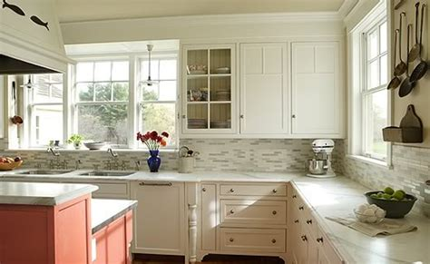 Backsplash For Kitchen With White Cabinet | newest kitchen backsplashes with white antique cabinets