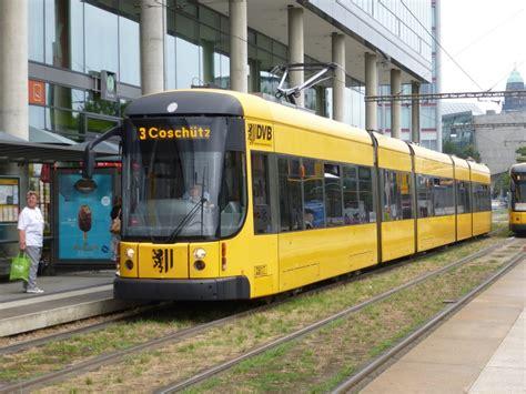 der wagen der wagen n 2817 der dresdner tram steht hier in der