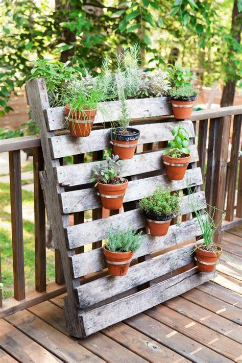 paletten ideen garten anleitung topfpflanzen und die notwendige fr 252 hlingspflege
