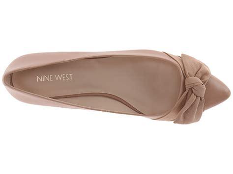 Nine West 368 6 nine west oh really 裸色蝴蝶结装饰平底鞋 55 99 约368元 海淘优惠海淘折扣 55海淘网