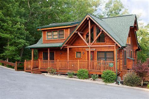 Blackbear Cabin Rentals 5 bedroom sleeps 12 black ridge by large cabin rentals