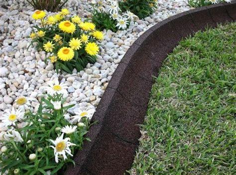 bordure de pelouse moderne en caoutchouc pour contourner la plate bande d 233 avita jardins d