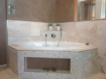 designer duschvorhänge mit schürze pin badezimmer ideen badewanne badvorh 228 nge duschvorhang