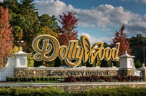 doll wood dolly parton s dollywood threatened by tennessee