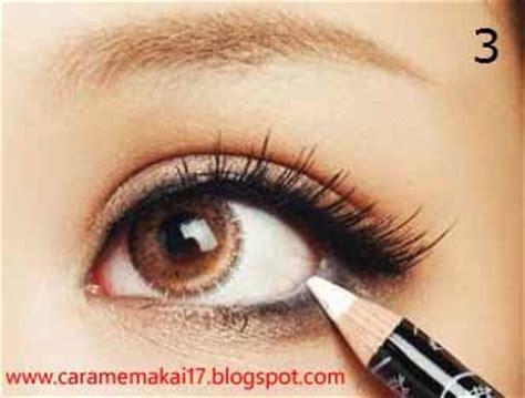 Eyeliner Bawah Mata Wardah langkah langkah cara memakai eyeliner dengan benar cara memakai