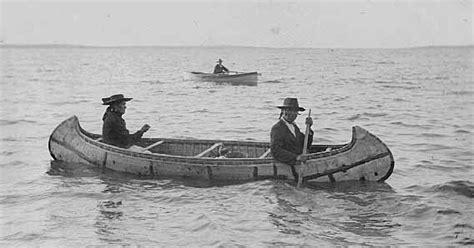 canoes origin file ojibwe birch bark canoe 1910 minnesota jpg